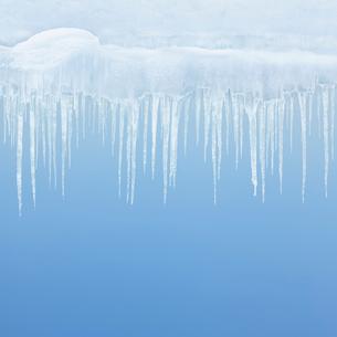 つららの冬の背景の写真素材 [FYI01725222]