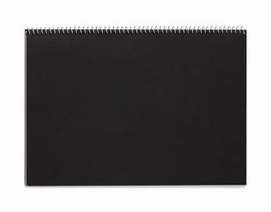 黒画用紙のスケッチブックの写真素材 [FYI01725342]