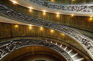 バチカン美術館のらせん階段の写真素材 [FYI01725423]