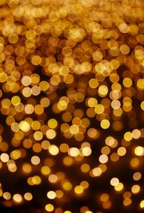 ゴールドのイルミネーションの写真素材 [FYI01725672]