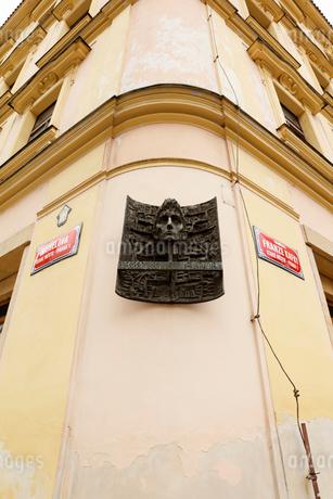 フランツ・カフカの生家に設えられたモニュメント プラハ チェコの写真素材 [FYI01725695]