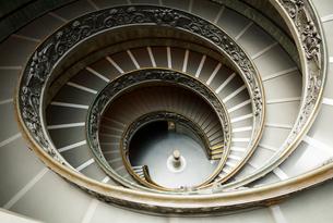 バチカン美術館のらせん階段の写真素材 [FYI01725778]