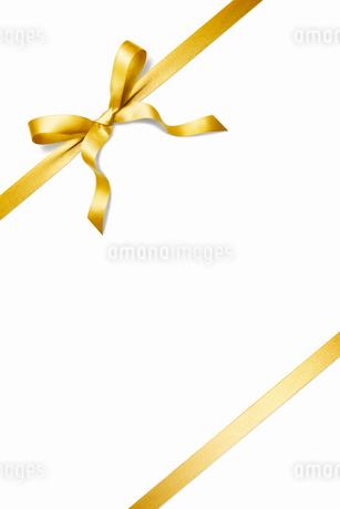 ゴールドのリボンの写真素材 [FYI01725791]