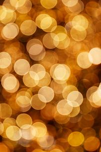 ゴールドのイルミネーションの写真素材 [FYI01726199]