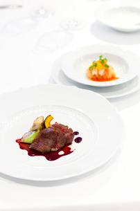 ステーキとパスタの写真素材 [FYI01726250]