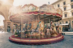 レプッブリカ広場のメリーゴーランド フィレンツェの写真素材 [FYI01726634]
