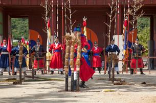 水原華城(スウォンファソン)の華城行宮の武芸24技公演の写真素材 [FYI01726821]