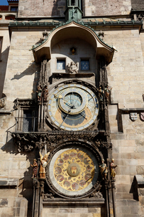 旧市庁舎の天文時計 プラハ チェコ共和国の写真素材 [FYI01726891]