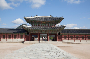 景福宮(キョンボックン)の興礼門の写真素材 [FYI01727068]
