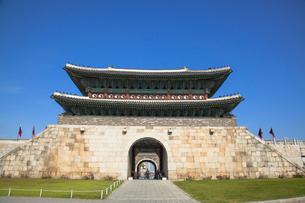 水原華城(スウォンファソン)の長安門の写真素材 [FYI01727478]