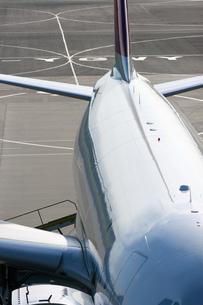 飛行場の旅客機の写真素材 [FYI01727480]