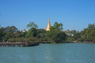 ヤンゴンのカンドーヂ湖の写真素材 [FYI01728716]