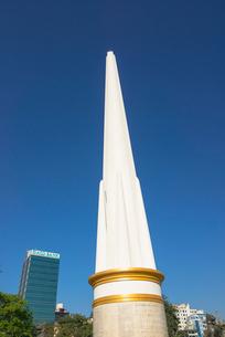 ヤンゴンのマハバンドゥーラ公園内にある独立記念塔の写真素材 [FYI01728865]
