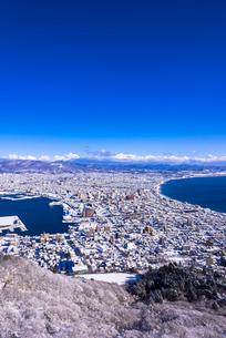 函館山展望台より函館市内雪景色の写真素材 [FYI01729036]