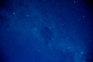 ミラーレイク・ウユニ塩湖の星空の写真素材 [FYI01729640]