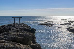 大洗海岸の神磯の鳥居の写真素材 [FYI01730044]