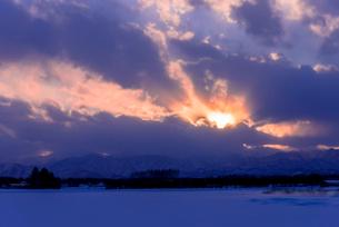 北の大地の夕暮れの写真素材 [FYI01730209]