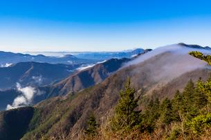 新道峠より朝の雲海の写真素材 [FYI01730703]