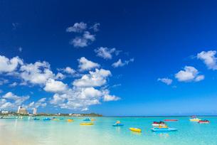 タモンビーチの海と雲の写真素材 [FYI01731029]