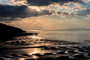 おこしき海岸の干潟・夕景の写真素材 [FYI01731335]