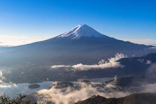新道峠より朝の富士山の写真素材 [FYI01731400]