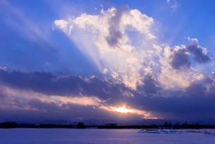 北の大地の夕暮れの写真素材 [FYI01731780]