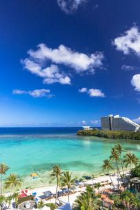 タモンビーチの海と雲の写真素材 [FYI01731904]