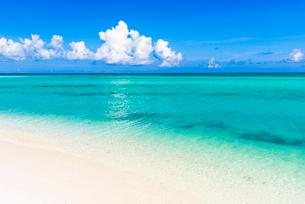 竹富島・コンドイ浜のサンゴ礁の海の写真素材 [FYI01732138]