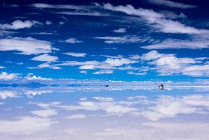 ミラーレイク・ウユニ塩湖の絶景の写真素材 [FYI01732268]