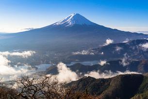 新道峠より朝の富士山の写真素材 [FYI01732410]