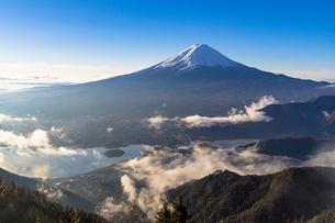 新道峠より朝の富士山の写真素材 [FYI01732537]