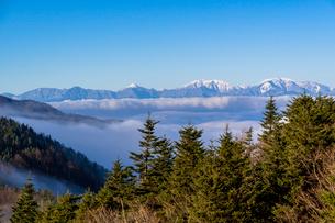 新道峠より南アルプスの雲海の写真素材 [FYI01732544]