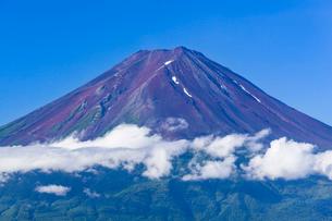 御坂峠より望む富士山の写真素材 [FYI01732947]