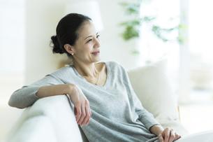 笑顔の女性の写真素材 [FYI01733070]