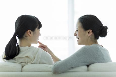母親と娘の美容イメージの写真素材 [FYI01733123]