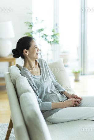 笑顔の女性の写真素材 [FYI01733178]