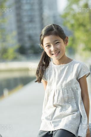 笑顔の女の子の写真素材 [FYI01733196]