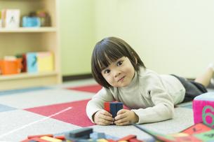 幼児教室で学ぶ男の子の写真素材 [FYI01733283]