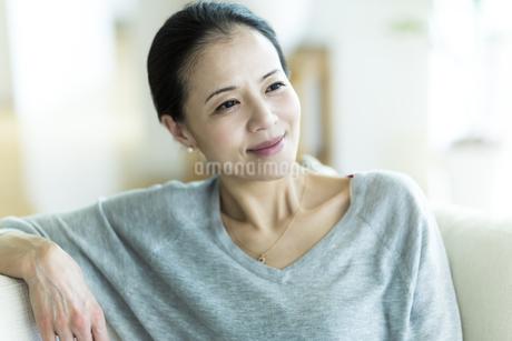笑顔の女性の写真素材 [FYI01733303]