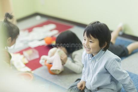 幼児教室で学ぶ子供たちの写真素材 [FYI01733311]