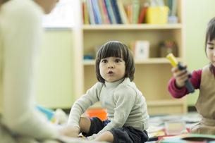 幼児教室で学ぶ子供たちの写真素材 [FYI01733391]