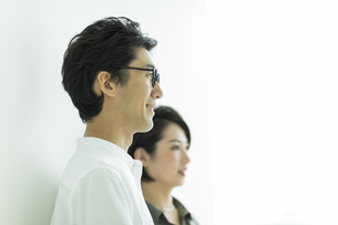 笑顔の男女の写真素材 [FYI01733400]