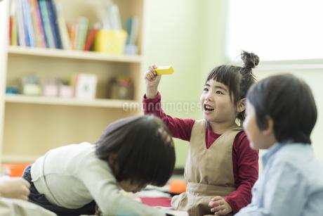 幼児教室で学ぶ子供たちの写真素材 [FYI01733474]