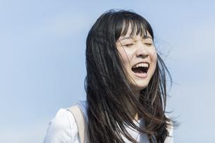 叫ぶ女の子の写真素材 [FYI01733528]