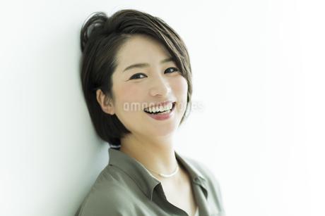 笑顔の女性の写真素材 [FYI01733531]