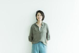 笑顔の女性の写真素材 [FYI01733546]