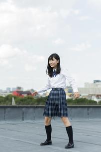 ダンスの練習をする女子学生の写真素材 [FYI01733547]