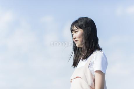 笑顔の女の子の写真素材 [FYI01733563]
