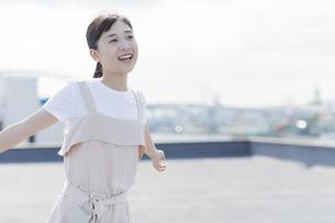 笑顔の女の子の写真素材 [FYI01733568]
