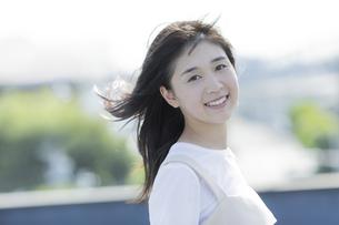笑顔の女の子の写真素材 [FYI01733569]